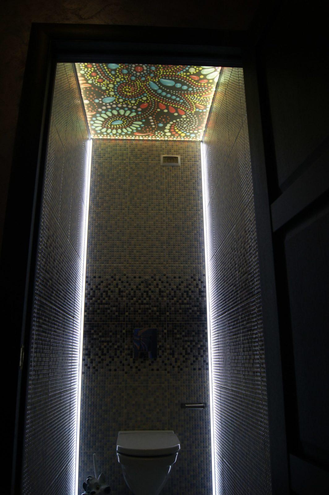 Потолки с подсветкой ремонт санузла под ключ